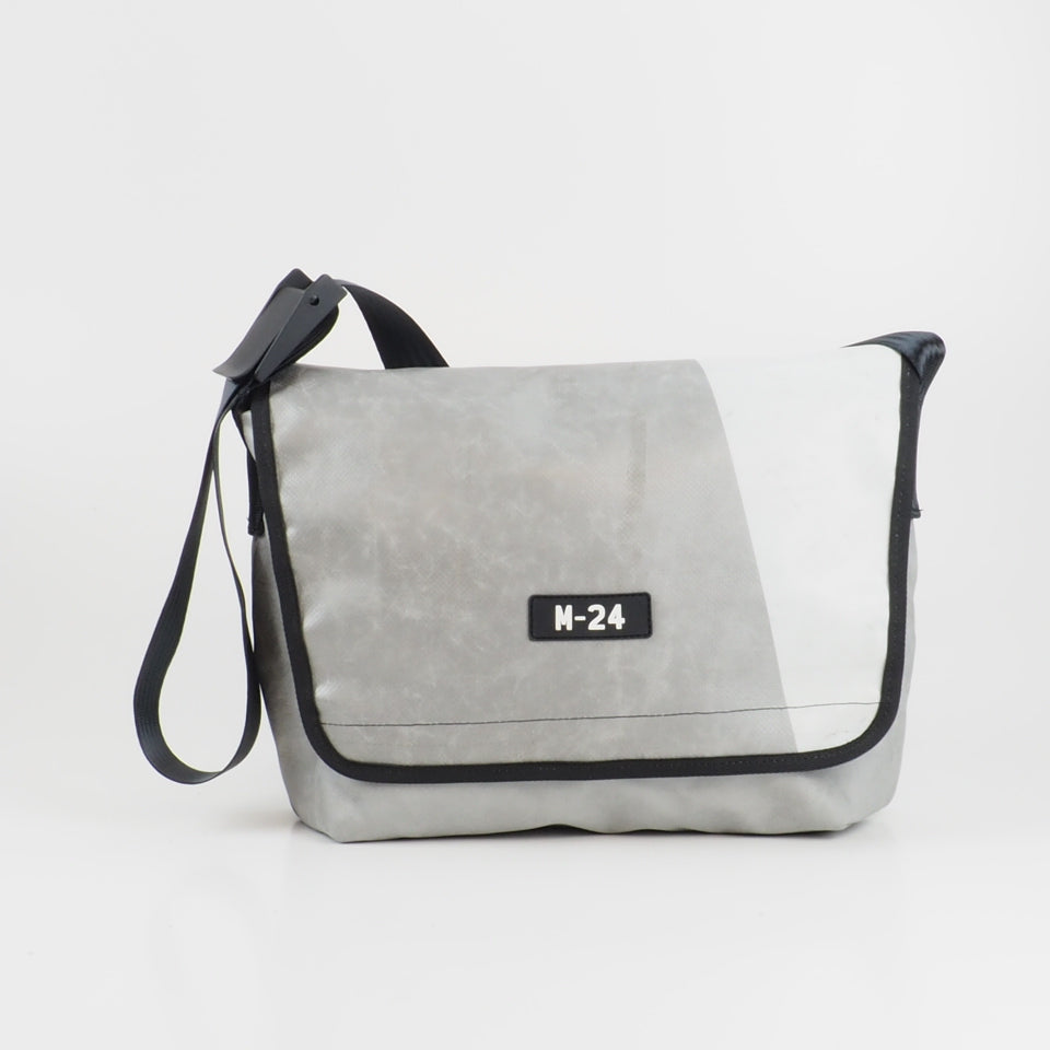 Messenger - grey and white - No.756