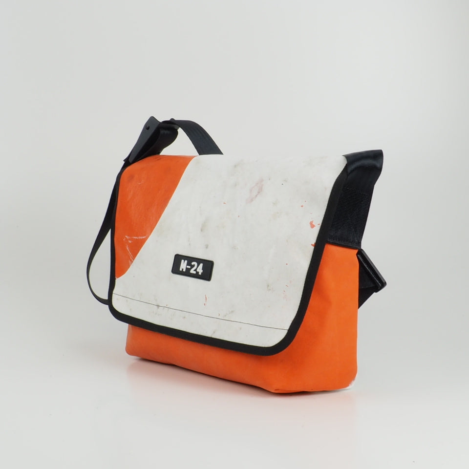 Messenger - orange and white - No.755