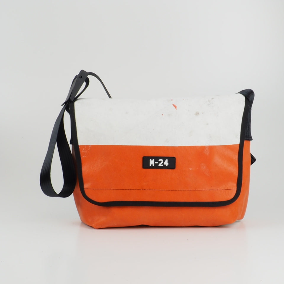 Messenger -  orange and white - No.752