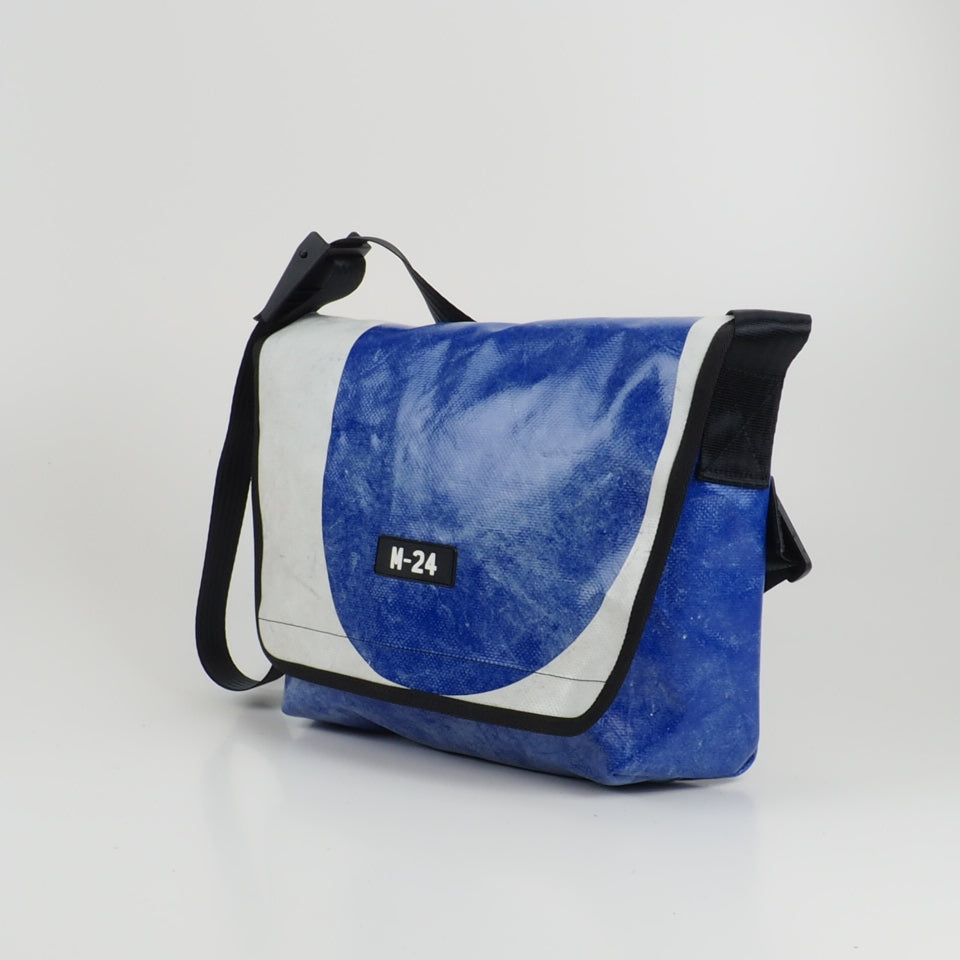Messenger - blue and white - No.751