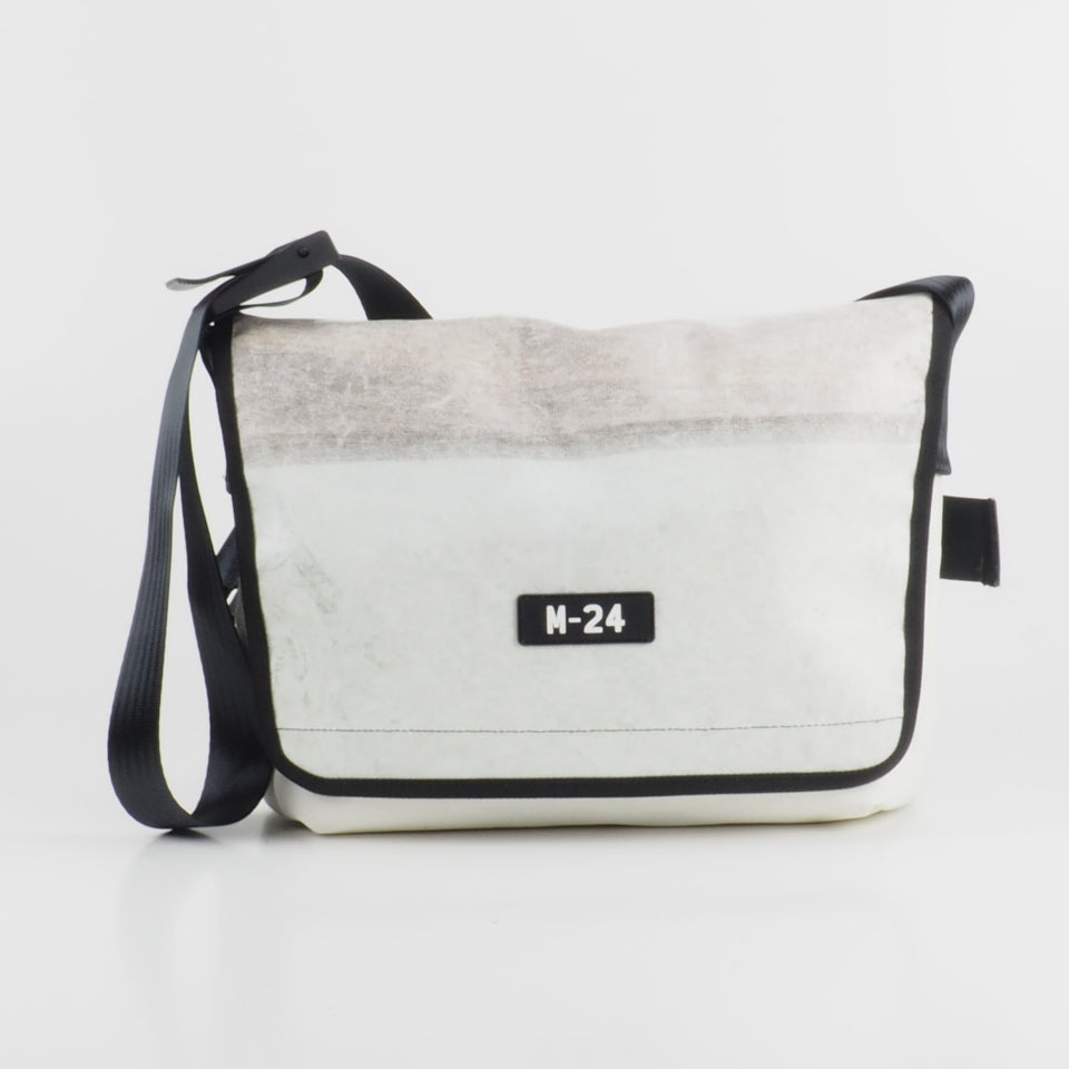 Messenger - distressed white - No.820