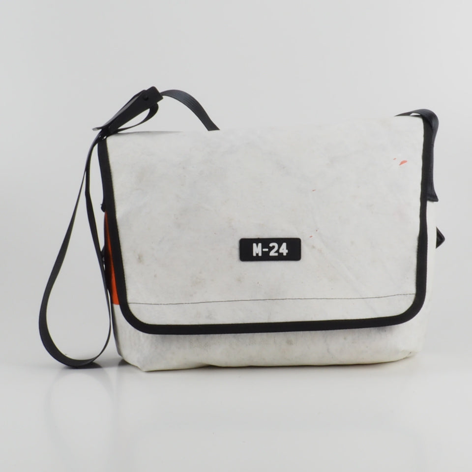 Messenger - white and orange - No.801