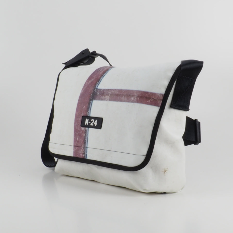 Messenger - white and graphics - No.800