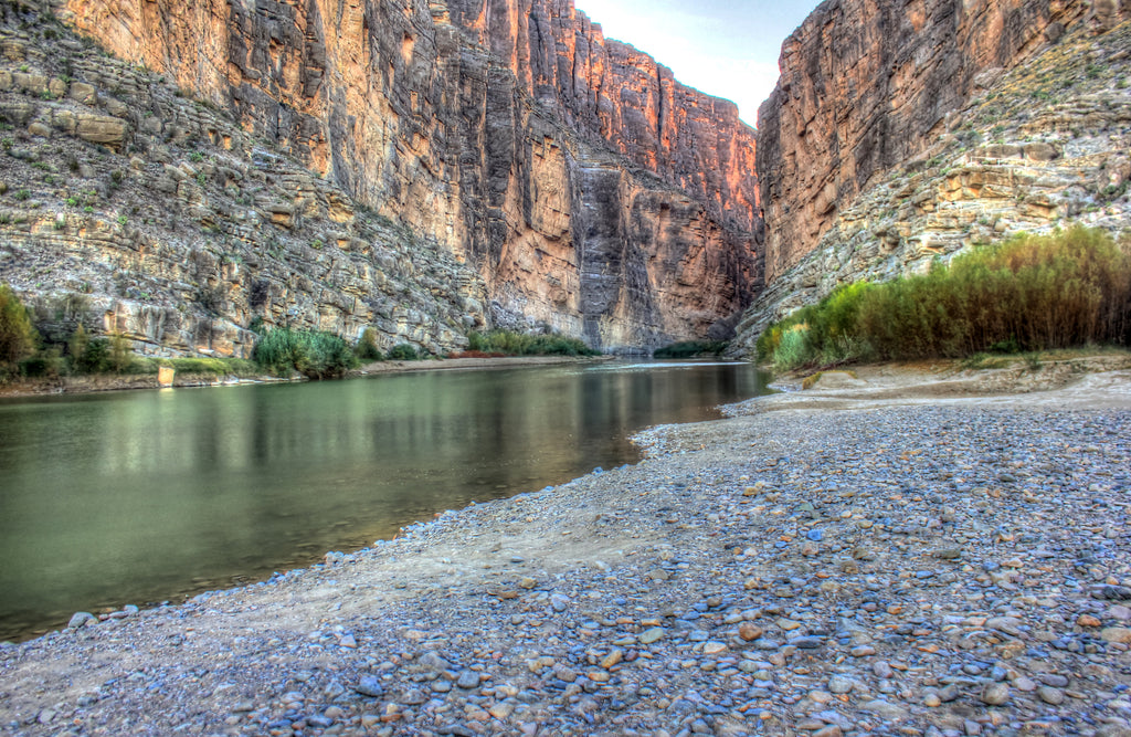 Parc national Big Bend coulant dans le canyon Santa Elena au Texas