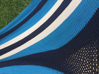 Hammock Universe Canada Nicaraguan Hammock with Eco-Friendly Bamboo Stand blue-stripes-no-fringe / ca DNHNFBS=BHS-C