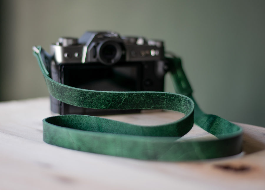 minimalist leather camera strap for  mirrorless camera