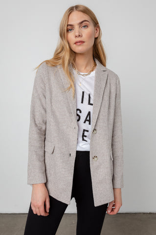 Long sleeve, tailored blazer with soft tonal houndsooth print in dove - front