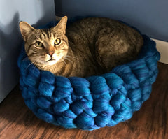 FREE Pet Bed Arm Knit Crochet Tutorial from Kromski's Polish Merino Wool Roving