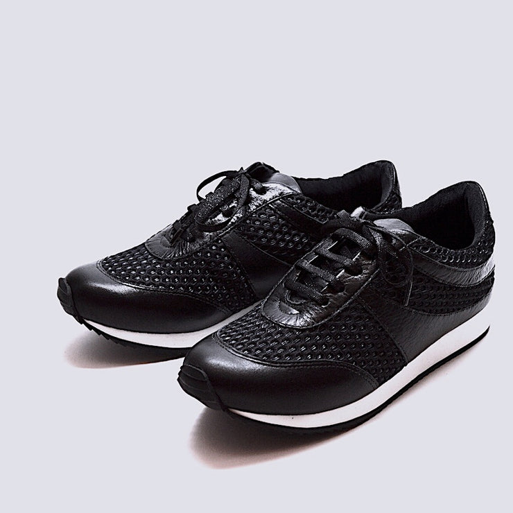 TRAIN TRAVEL SHOE - BLACK MESH