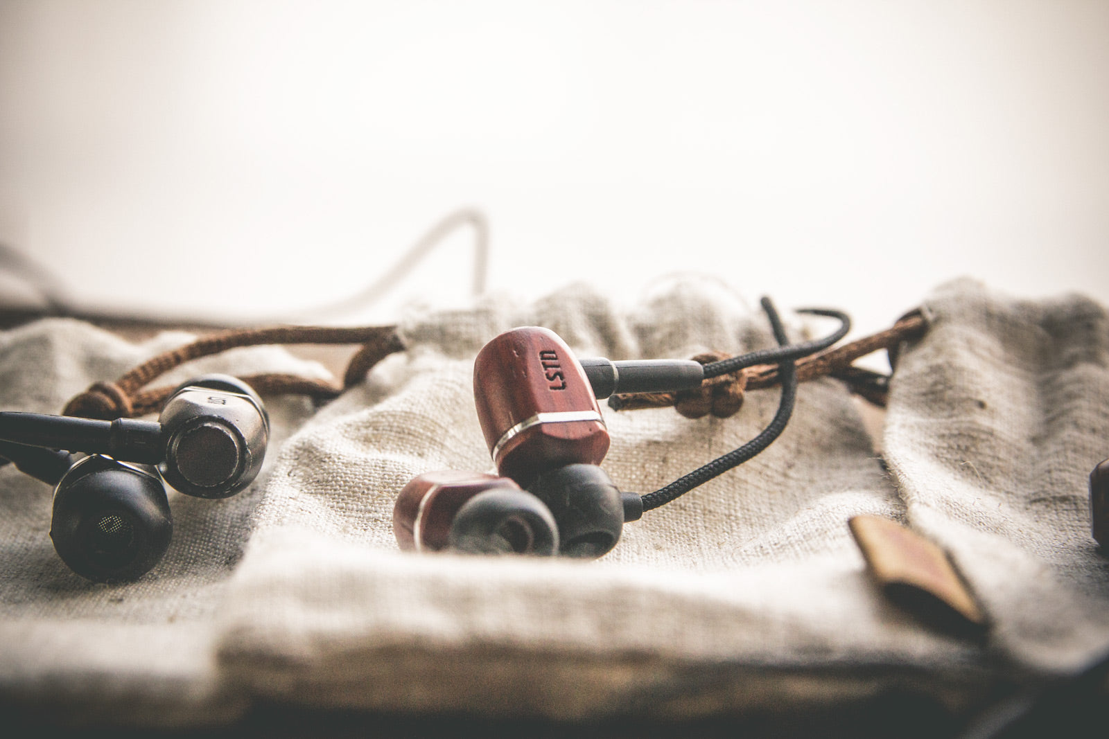 lstn sound bowery earbuds for corporate gifts and holiday gifts