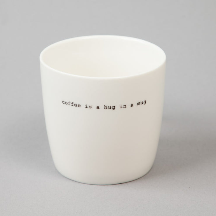 Krus Hvit «Coffee is a hug in a mug»