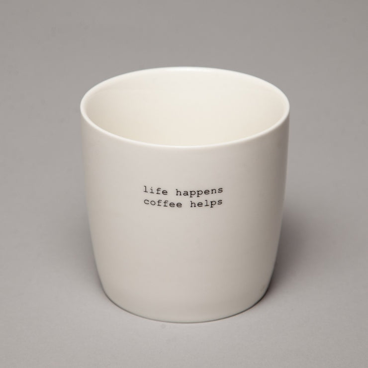 Krus Hvit «Life happens coffee helps»