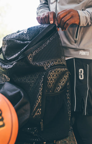 Road Trip 2.0 Basketball Back Pack - Black - Opening zipper