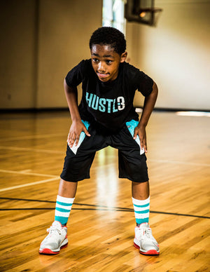 YOUTH DRYV BALLER 2.0 - Basketball Shorts with DRYV® Moisture Control Black/Aqua Fadeaway - preparation hand swipe