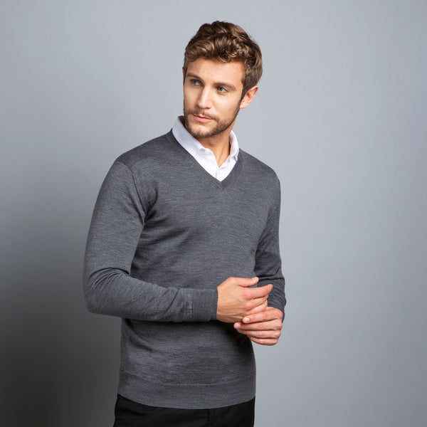 Extra Fine V-Neck in Charcoal, Made from Cashwool Merino wool sourced from the finest Australian sheep – FILOFINO Luxury Italian Knitwear