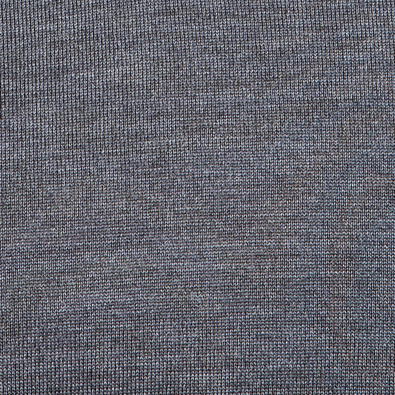 Extra Fine Merino Wool V-Neck in Charcoal, detail of yarn and knit stitch – FILOFINO Luxury Italian Knitwear