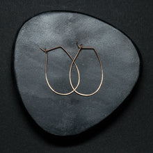 "Load image into Gallery viewer, ""bianco"" - artisanal hammered earrings"
