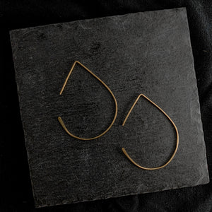 """pera"" - artisanal hammered earrings"