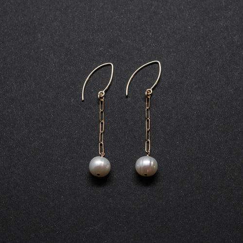 CLASSICAL PEARLS - ELONGATED CHAIN DROP EARRINGS
