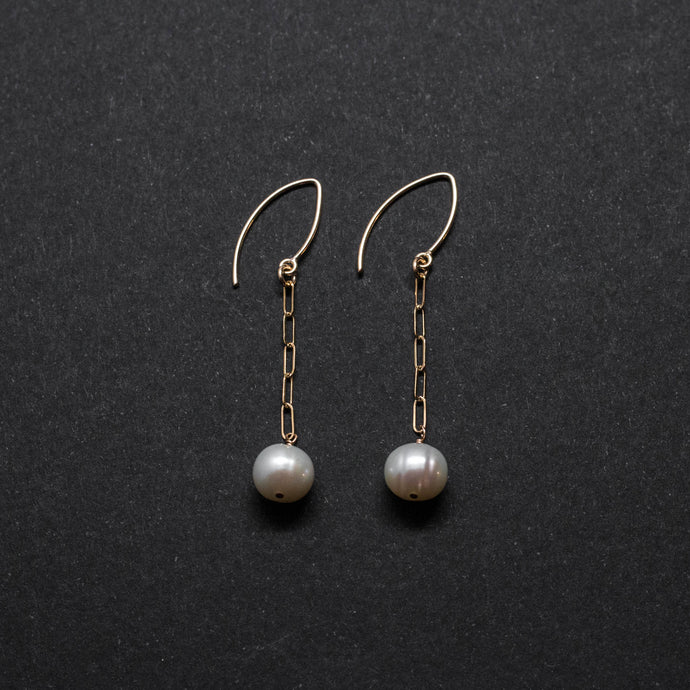 round pearl elongated chain drop earrings