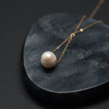 Load image into Gallery viewer, pearl trapeze necklace