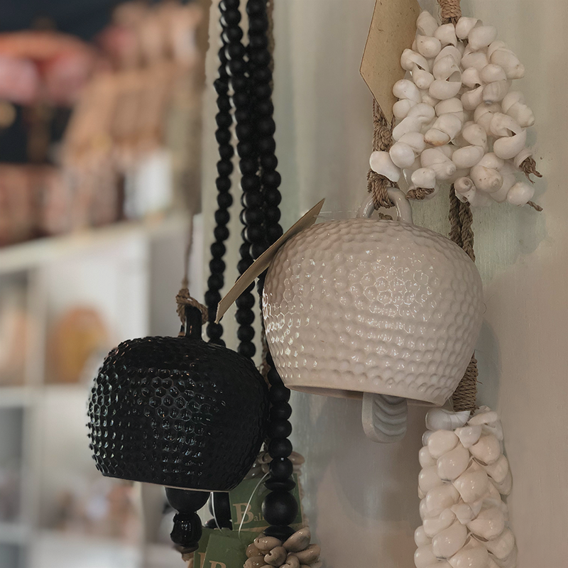 Balizen's Decorative Accessories: Eclectic collection of accessories for your home, including hooks, doorknobs, and bells. Sustainable & eco-friendly decor from Indonesia.
