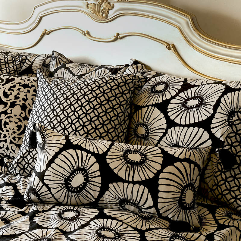 Cushion Cover Tasseled Long | Retro Flowers Black & White (set of 2)