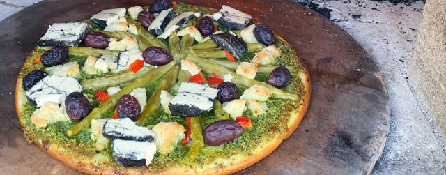 Asparagus and casheta pizza