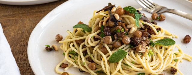Roasted chickpea, raisin and pinenut spaghetti