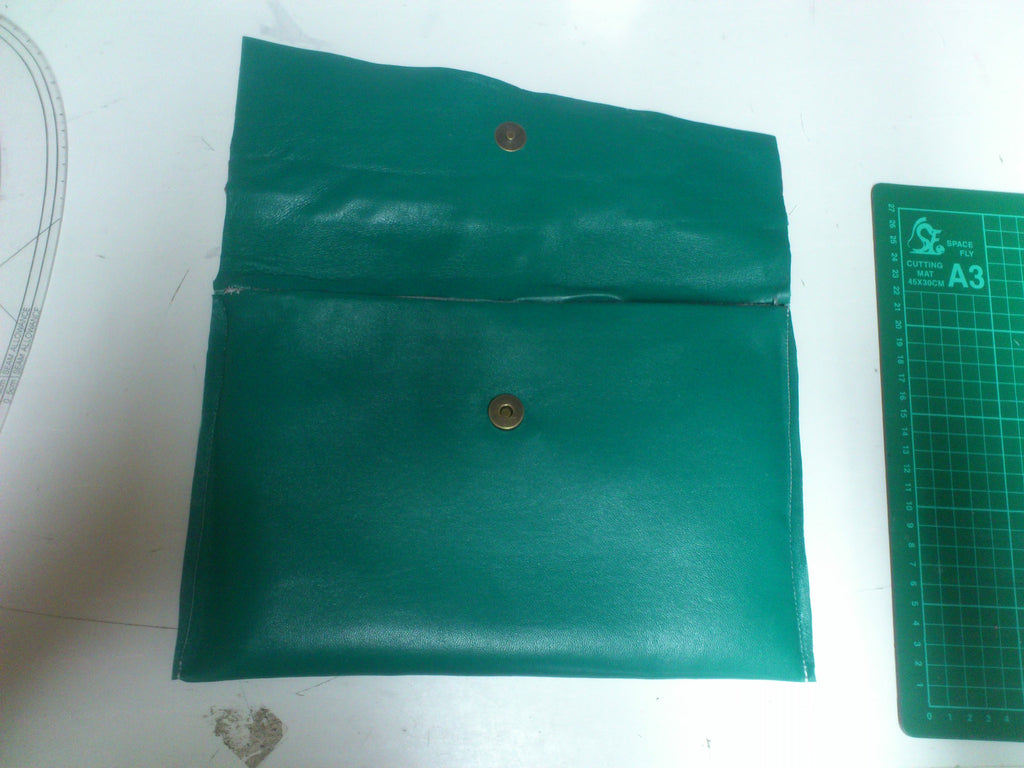 1 Day Clutch Bag Course - green & red flap clutch