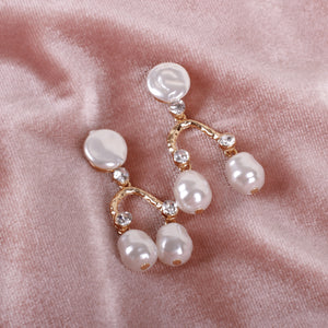 Load image into Gallery viewer, Aranha Pearls Earrings
