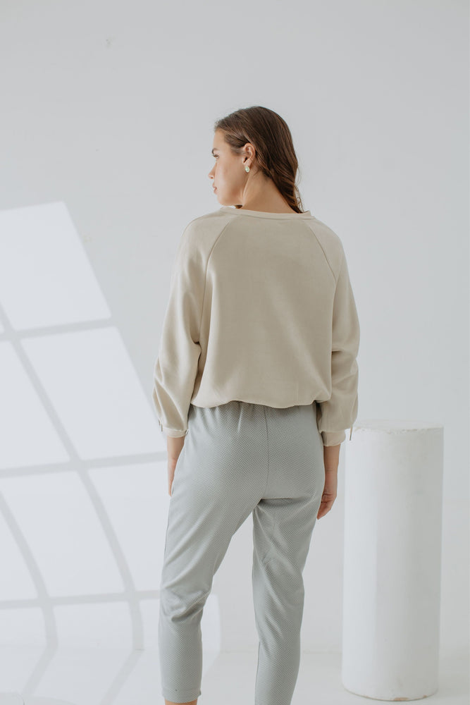 Load image into Gallery viewer, Monique Sweatshirt In Creme