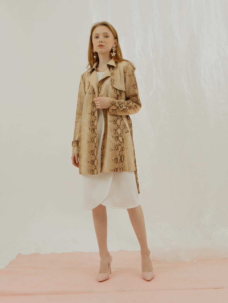 Rea Trench Coat in Yellow