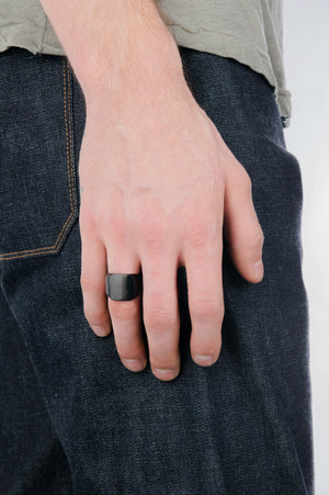 Classic Signet Ring in Black - Philistine