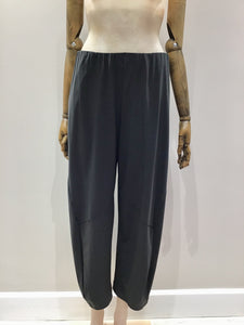 Hepburn Pants in Coal Black