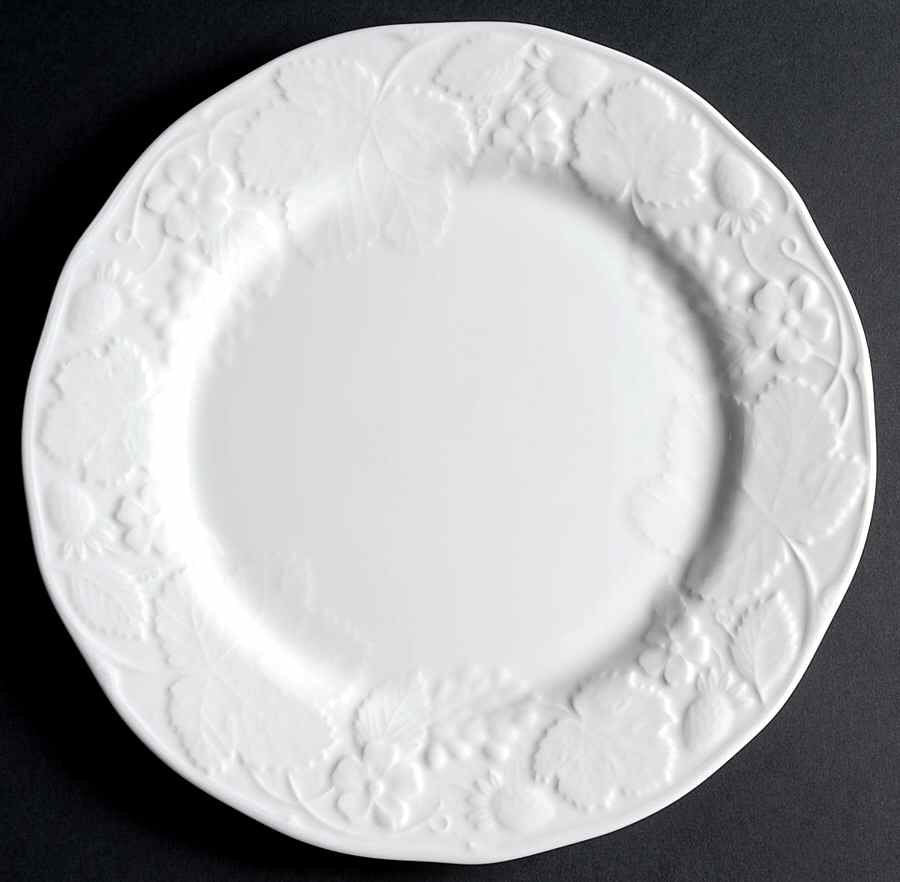 Wedgwood 'Strawberry & Vine'  Dinner Plate
