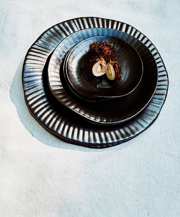 Porcelain Paper Plate, Black - SIN  |  Home goods & ceramics