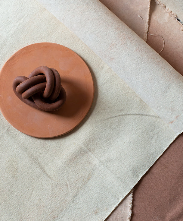 Fist knot, Brick - SIN  |  Home goods & ceramics