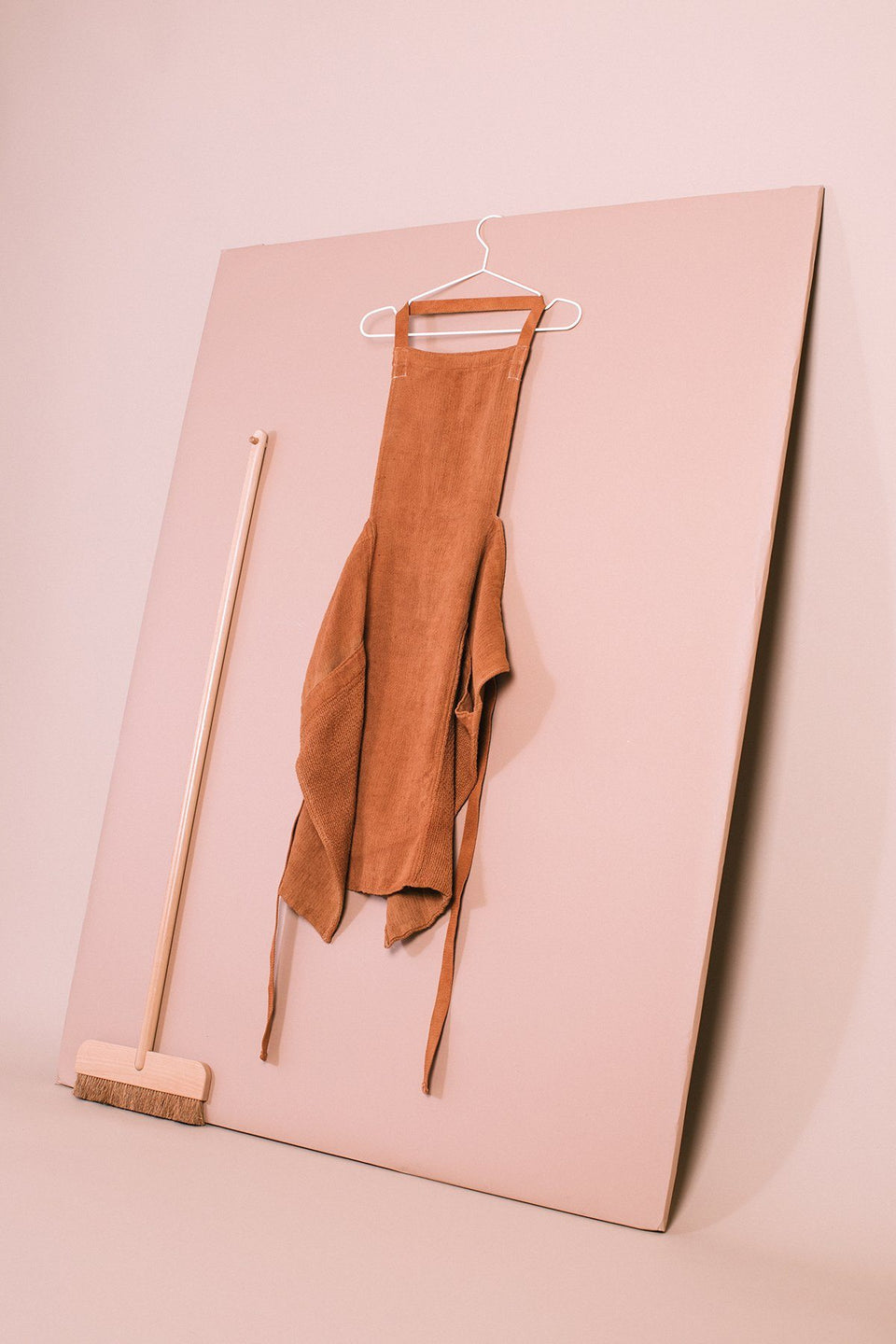 Boxy Apron, Rust - SIN  |  Home goods & ceramics