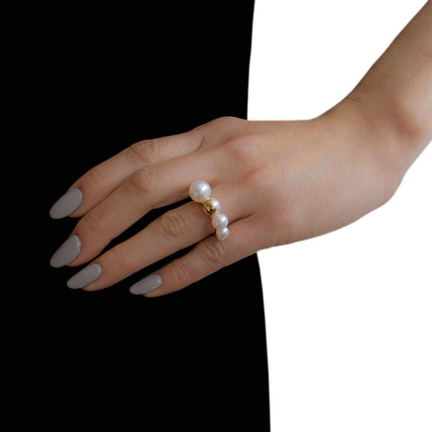 M/G TASAKI MELANIE GEORGACOPOULOS Shell 5x Ascending Pearls Yellow Gold Ring