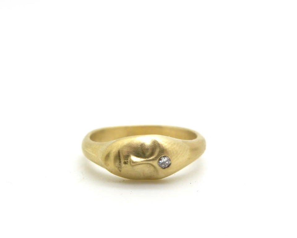 Medium Grey Lady Cameo Ring 18k Gold