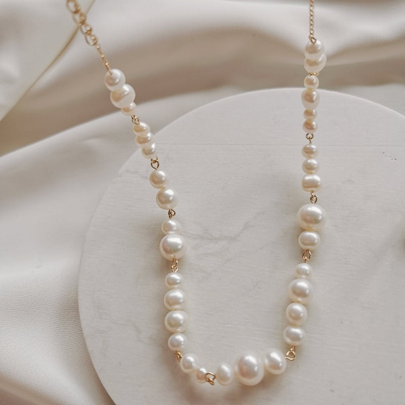 V | Emberly Pearl Necklace