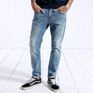 Model Featuring Nostalgic Blue SIMWOOD Classic Straight Leg Jeans