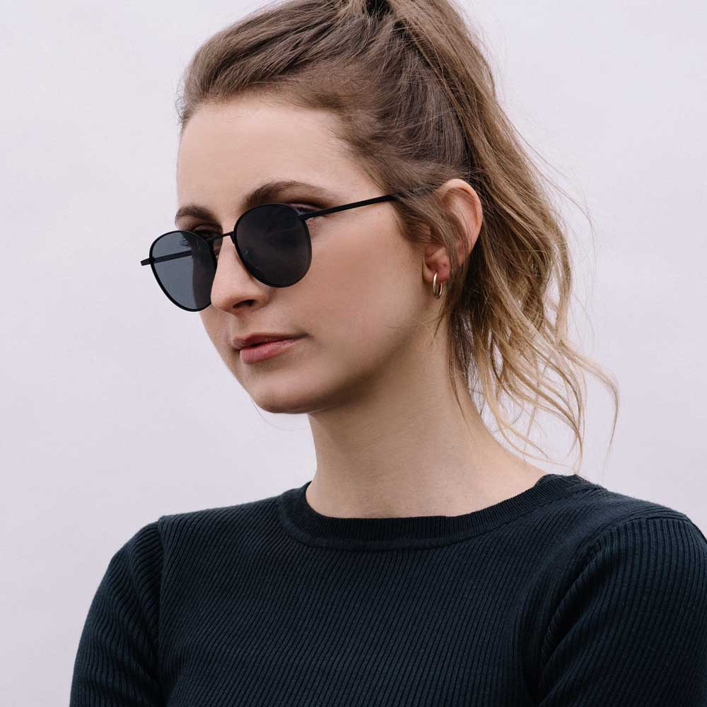 sonnenbrille Arin: Black - Smoke passform portrait damen take a shot