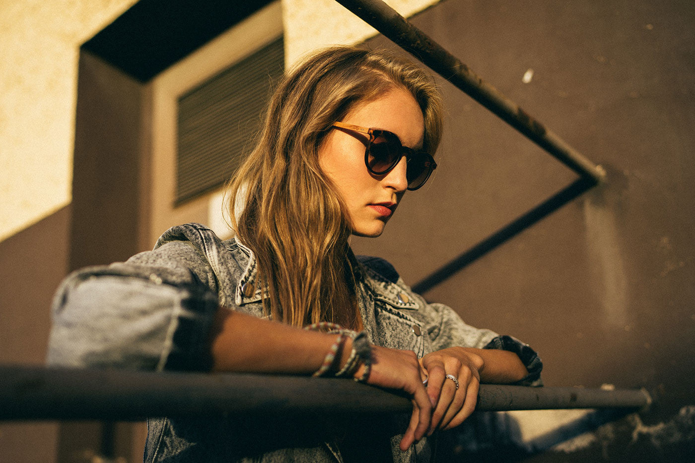 Emma Kirschholz Sonnenbrille Girl havana pink TAKE A SHOT Lookbook