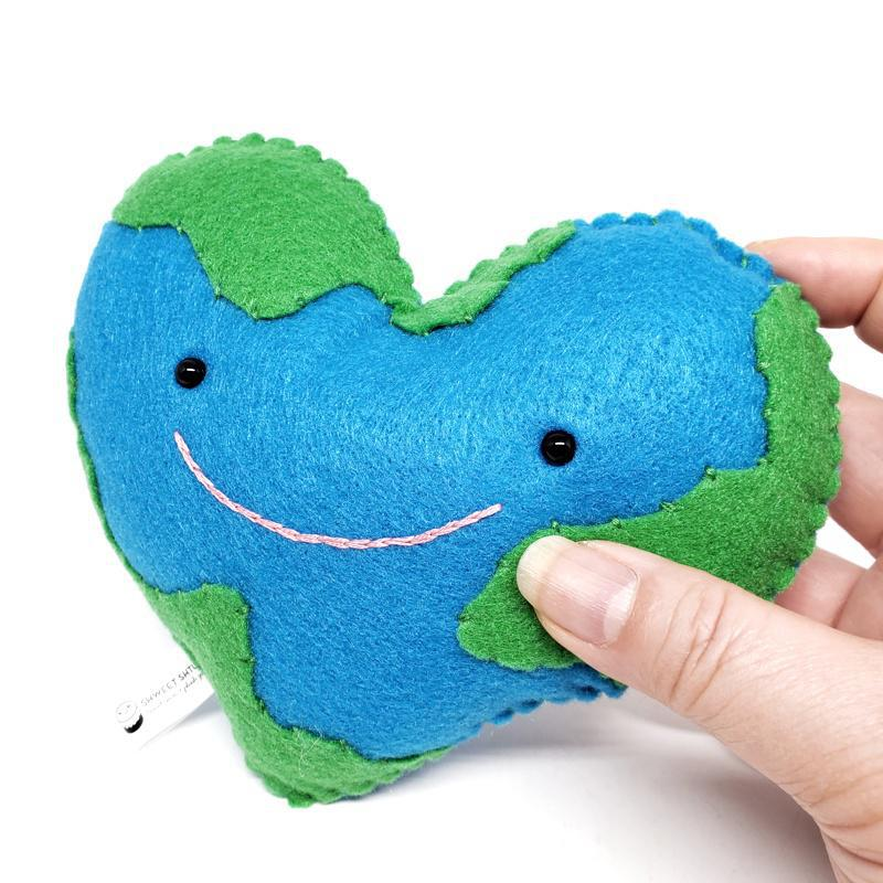 Plush - Love Makes the World Go Round by Shweet Shtuf