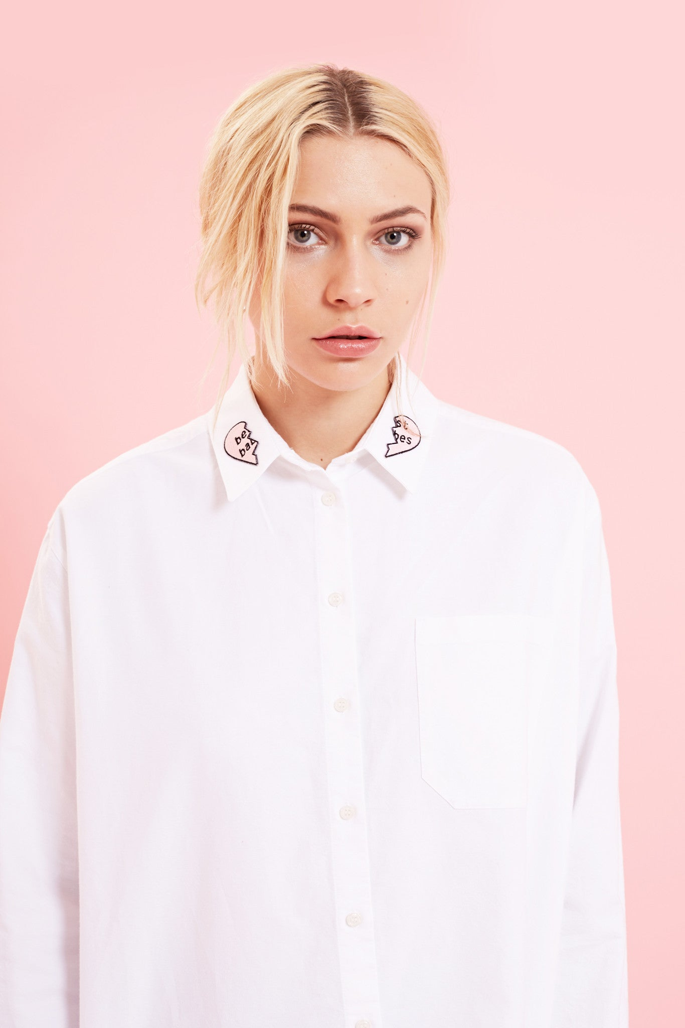 BEST BABES WHITE SHIRT WITH PATCHES