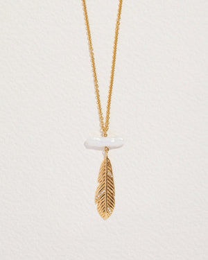 sara brisa feather necklace with pearl