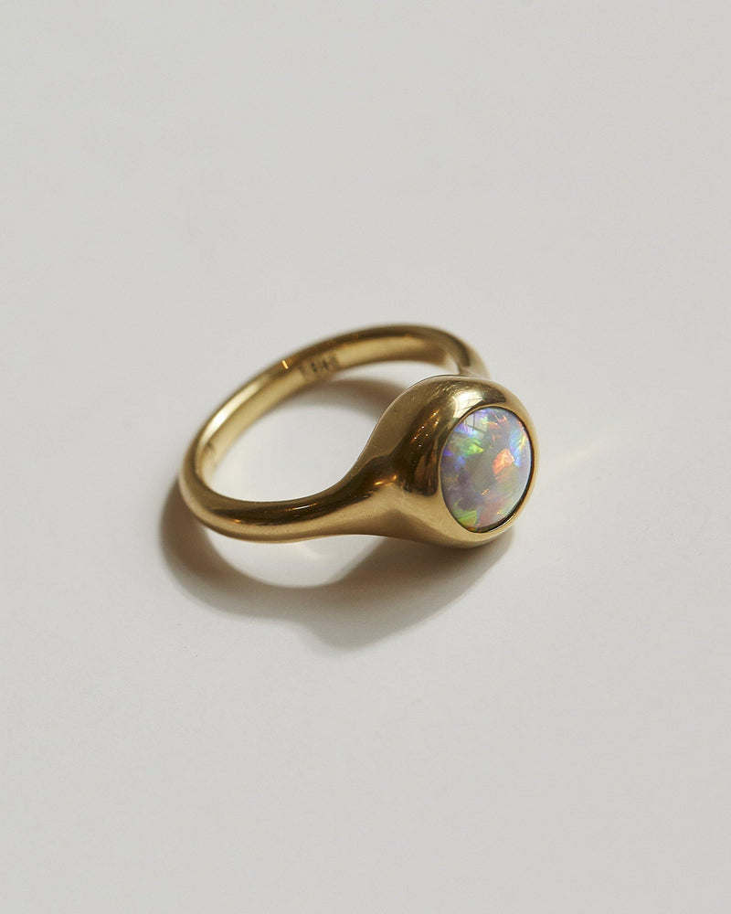 18k gold opal ring close up
