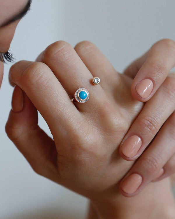 gravitation ring on model's hand